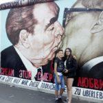 Il Muro di Berlino - bacio sulla bocca tra Honecker e Breznev